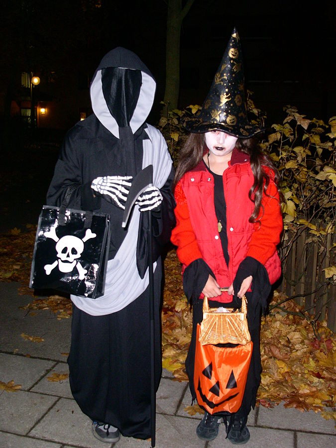 675px-Trick_or_treat_in_sweden